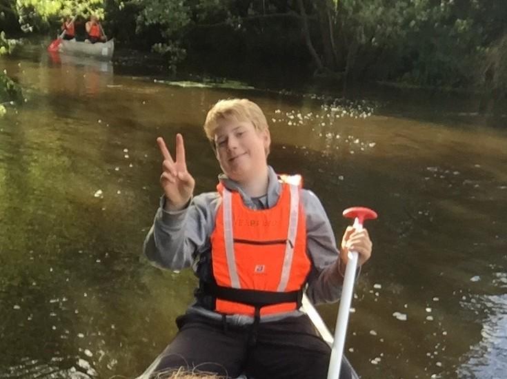 8. klasse på kanotur