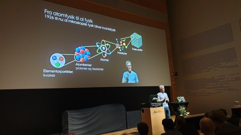 Fysikholdet til foredrag om kvantefysik
